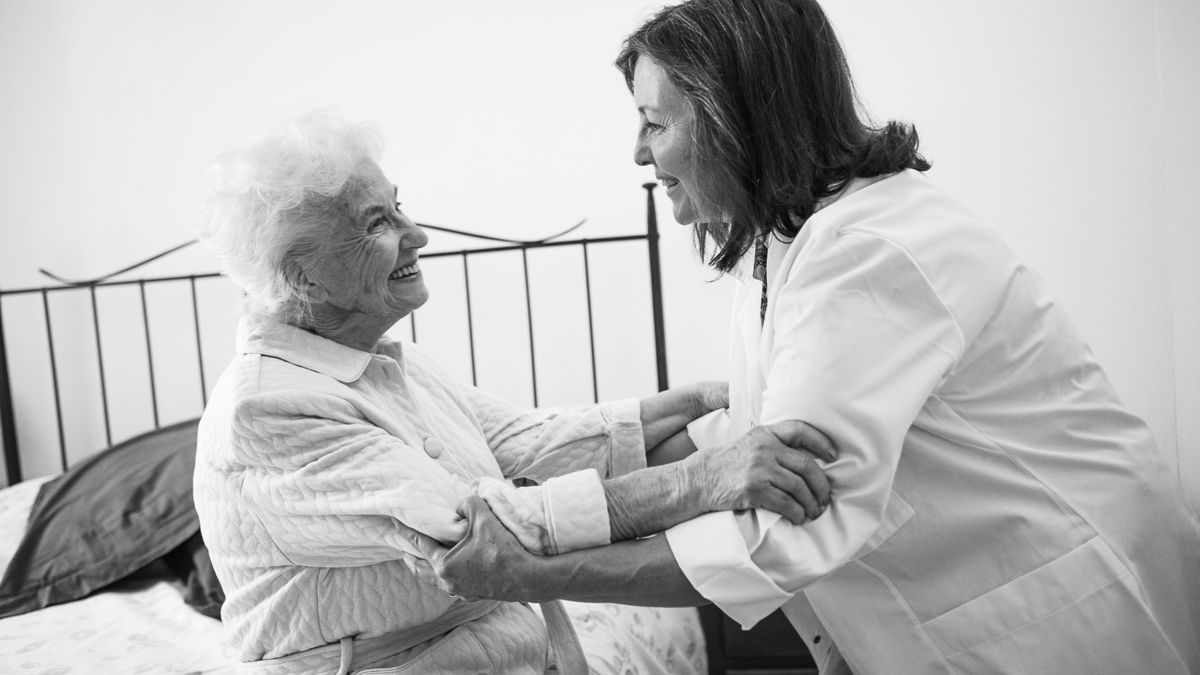 El cuidado de personas mayores en casa, la alternativa más segura en tiempos de coronavirus